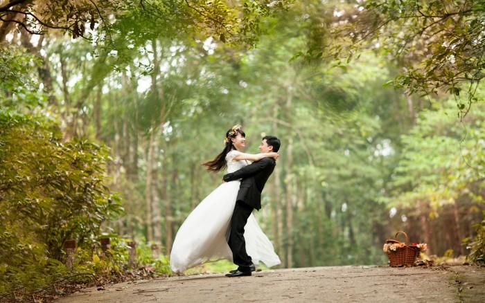 Co myślicie o takim piknikowym plenerze ślubnym na łonie natura?