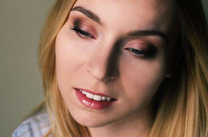 Portret Karoliny, makijażystki z http://atelierum.pl