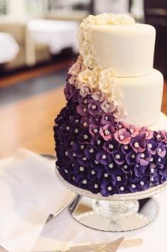 Tort weselny dopasowany do aranżacji oraz stylizacji całego ślubu.