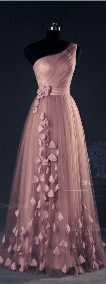 Długa suknia w stylu Glamour.