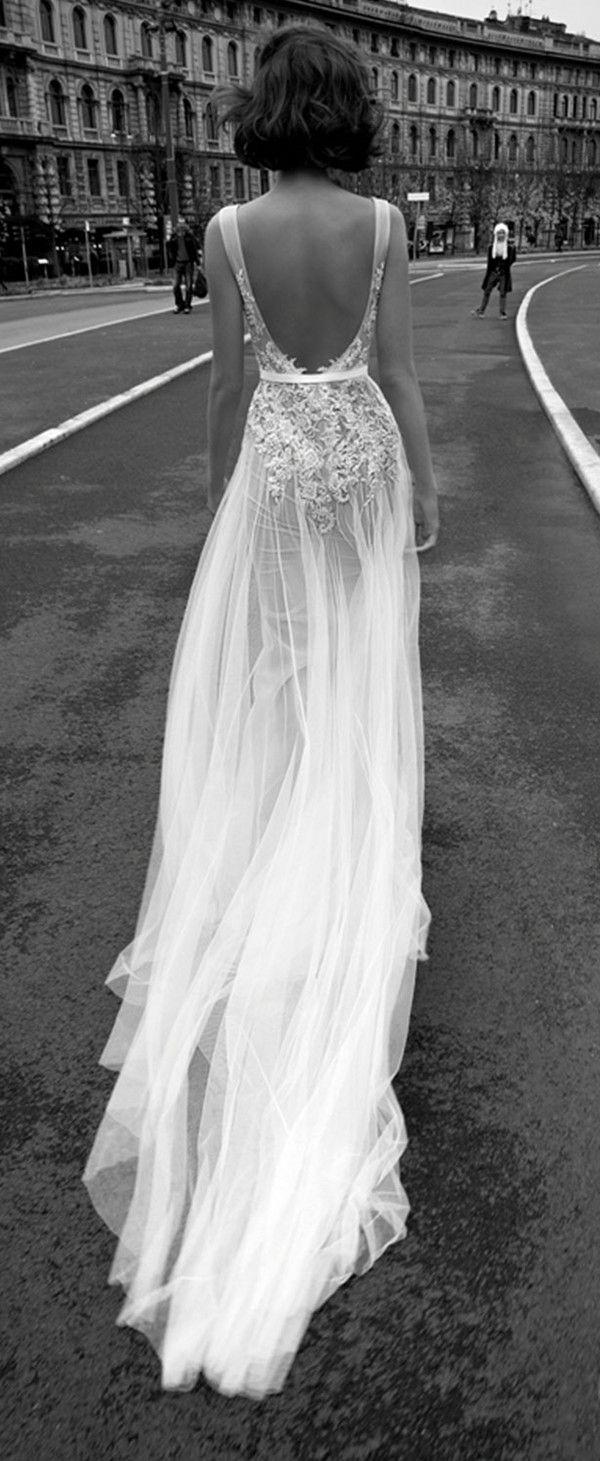 Letnia, wziewna sukienka ślubna.