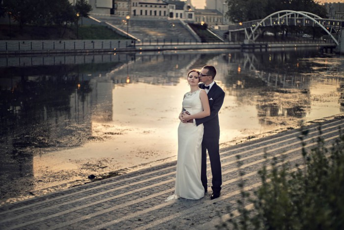Fotografia w plenerze poślubnym – Stary Rynek w Bydgoszczy, zdjęcia wykonane o świcie.
