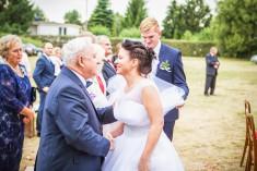 Sentymentalny moment podczas uroczystości ślubnej Agnieszki i Kamila